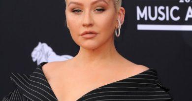 Quickies: Christina Aguilera & More!